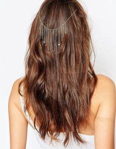 Pin for Later: 65 Accessoires Pour Cheveux Qui Ne Sont Pas des Couronnes de Fleurs  Orelia Bijou chaîne pour la tête drapé orné de mini pièces - Or pâle (22€)