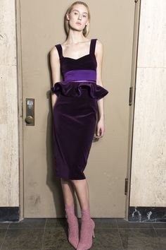 Silvia Tcherassi Fall 2018 Ready-to-Wear Fashion Show Collection: See the complete Silvia Tcherassi Fall 2018 Ready-to-Wear collection. Look 30 Belle Silhouette, Clothing Staples, Runway Fashion, Womens Fashion, Velvet Fashion, Fashion Gallery, Fashion Show Collection, Holiday Outfits, Dream Dress