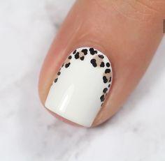 Semi-permanent varnish, false nails, patches: which manicure to choose? - My Nails Yellow Nails, White Nails, Pink Nails, Nail Black, Cheetah Nail Art, Cheetah Nail Designs, Black Manicure, Oval Nails, Colorful Nails