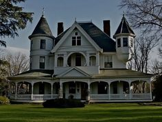 Love this Victorian house!