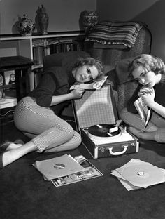 Retro Vintage modernizor: England Blue Bell show girls - Mode Vintage, Vintage Love, Vintage Beauty, Retro Vintage, Vintage Fashion, Vintage Girls, Photo Souvenir, Deco Retro, Record Players