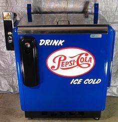 1950's pepsi drink slider dispenser. Vintage Cooler, Vintage Tins, Vintage Soft, Soda Vending Machine, Vending Machines, Coke Cooler, Soda Machines, Old Technology, Pepsi Cola
