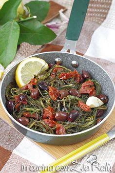 Agretti in padella con olive e pomodori - In cucina con Zia Ralù Zia, Best Italian Recipes, Olive, Recipe Boards, Japchae, Group, Ethnic Recipes, Food, Contouring