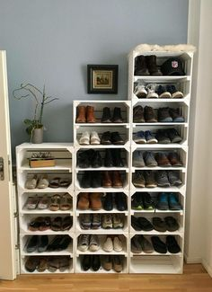 27 Awesome Shoe Rack Ideas 2019 (Concepts for Storing Your Shoes) 27 tolle Schuhregal-Ideen (K Bedroom Storage Ideas For Clothes, Bedroom Ideas, Bedroom Themes, Diy Bedroom, Bedroom Boys, Closet Ideas, Diy Shoe Rack, Shoe Racks, Best Shoe Rack