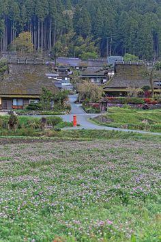 Scenery of the old village of Miyama-cho, Kyoto, Japan - 美山町, 京都, 日本 Japanese Architecture, Historical Architecture, Nagoya, Yokohama, Beautiful World, Beautiful Places, Monuments, Sea Of Japan, Yamaguchi