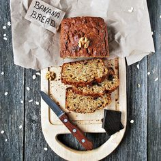 Banana bread : mode d'emploi du banana bread - Elle à Table Easy Pasta Salad Recipe, Spinach Salad Recipes, Chicken Salad Recipes, Best Banana Bread, Healthy Banana Bread, Buffalo Chicken Pasta Salad, Recipes With Cool Whip, Fruit Bread, Breakfast At Tiffanys