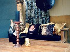 #gouden #zwarte #kussens #houten #buiten #tafel #tuinbank #bank #sfeer #gold #wooden #table #outdoor #seat #pillows #black #leopard #print #blanket #inspiration #fonteyn #outdoor #living #mall ♥