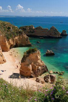 Praia de Dona Ana, Algarve Coast, Portugal (by Rottabe).
