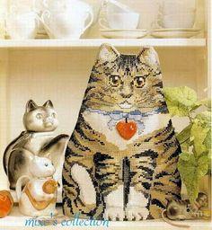 """Милые сердцу штучки: Вышивка крестом: Грелка на чайник """"Кот"""""""