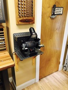 Bench grinder wall mounted , Bench grinder wall mounted , Steel fabricated brackets and back shield for my grinder. Garage Workshop Organization, Garage Tool Storage, Garage Shed, Garage Tools, Woodworking Bench Plans, Woodworking Projects Diy, Woodworking Shop, Garage Atelier, Design Garage