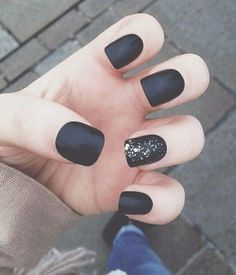 In this article, you'' get some tips and collection of simple matte nail art designs for beginners. These designs will decorate your nails and make you look Great Nails, Fabulous Nails, Love Nails, How To Do Nails, My Nails, Amazing Nails, Matte Nail Art, Matte Black Nails, Black Polish