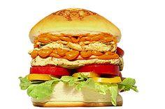 MEDEME! PAVONES: Pão Especial, frango grelhado (200g), queijo cheddar, alface, tomate e rodelas de pimentão amarelo.