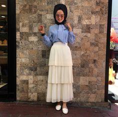 Pinterest @adarkurdish Abaya Fashion, Fashion Line, Diva Fashion, Modest Fashion, Fashion Dresses, Muslim Women Fashion, Office Outfits Women, Hijab Chic, Girl Hijab