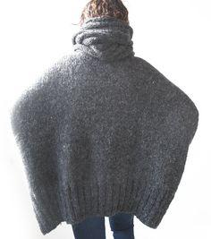 Dunkel graue Hand gestrickte Pullover mit Akkordeon Hood von afra