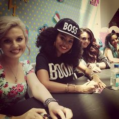 .@littlemixofficial | #MixersMagnetsSanFran signing session!! There are A LOT of Mixers here!!