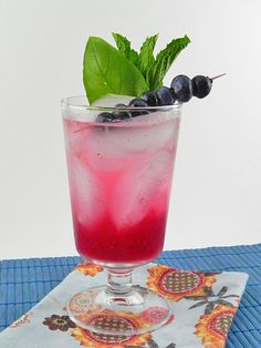 Love the fresh blueberries as a garnish on the cocktail! We're incorporating blueberries into our wedding reception food since Lee's fam owns a blueberry farm.and our main color is navy blue. Gin Drink Recipes, Yummy Drinks, Cocktail Recipes, Refreshing Drinks, Vodka Cocktails, Summer Cocktails, Cocktail Drinks, Cocktail Party Decor, Party Drinks