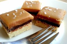 My sugar coated life.: Salted caramel shortbread recipe and instructions! Caramel Shortbread, Shortbread Recipes, Desserts With Biscuits, Scones, Cake Business, Muffins, Tea Time, Bakery, Cheesecake
