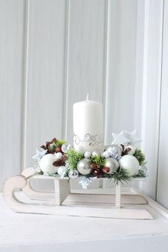 """I'm dreaming of a white christmas"" … 8 great Scandinavian inspired white deco ideas! – Page 8 of 8 – DIY craft ideas ""I'm dreaming of a white christmas"" … 8 great Scandinavian inspired white deco ideas! – Page 8 of 8 – DIY craft ideas Centerpiece Christmas, Christmas Arrangements, Christmas Candles, Xmas Decorations, Winter Christmas, Christmas Home, Christmas Wreaths, Christmas Ornaments, Funny Christmas"