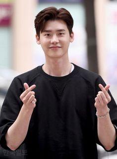 [HanCinema's News] Lee Jong-suk Announces March Date for Military Service - Korean Entertainment News Lee Joon, W Kdrama, Kdrama Actors, Asian Actors, Korean Actors, Lee Jong Suk Wallpaper, Jong Hyuk, Park Bogum, Kang Chul