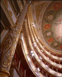 """Al Teatro Comunale """"Luciano Pavarotti"""" di Modena ogni anno troverete una stagione d'opera, concerti e balletti di altissimo livello"""" http://www.teatrocomunalemodena.it/"""