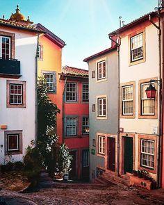 📍 Porto - Largo da Pena Ventosa #sharing_portugal #vsco#amar_portugal #portoalive#super_portugal#super_porto_… Porto Portugal, Spain And Portugal, Beautiful Buildings, Beautiful Places, Porto City, Portuguese Culture, Douro, Exotic Places, World Of Color