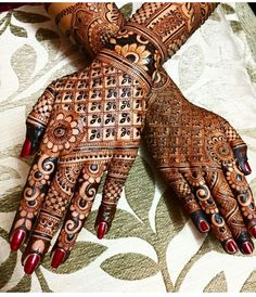 Mehndi Designs For hands - we made a detailed guide of mehndi designs for hands that can help you decide your upcoming mehendi look! Henna Hand Designs, Mehandi Designs, Latest Bridal Mehndi Designs, Wedding Mehndi Designs, Unique Mehndi Designs, Beautiful Henna Designs, Mehndi Designs For Hands, Henna Tattoo Designs, Hena Designs