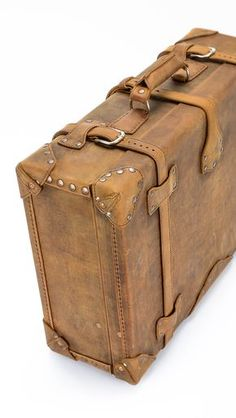 The Saddleback Leather Suitcase in Tobacco | 100 Year Warranty | $1,055.00