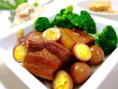 【nanapi】 時間のかかる煮込み作業を、すべて炊飯器にまかせた沖縄風豚の角煮です。炊飯器クッキングの長所は、スイッチを入れたらそのまま放っておけるところ。だから長時間煮込むというプロ顔負けの作業までが可能です。おかげで、お箸で簡単に切れて、口のなかでとろける、やわらか~い絶品の角煮が家庭でも作れます...