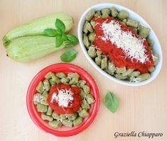 Gnocchi di zucchine al pomodoro | Ricetta senza uova Avocado Toast, Food Art, Cobb Salad, Acai Bowl, Yogurt, Zucchini, Buffet, Picnic, Paleo