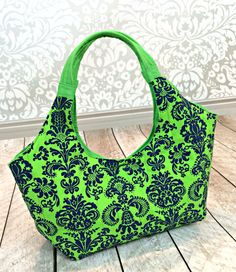 Carnaby Insulated Lunch Bag – Free Pattern and Sewing Tutorial by the Stitching Scientist  + Sewing with Velcro Tips by Niler Taylor!   #sewing