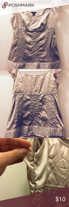 Metallic women's top Metallic colored women's top. Fitted bust and then a slight flare. Side zipper. Tops