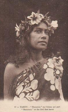Vintage photo of a Tahitian woman Photos Vintage, Vintage Postcards, Old Photos, Poster Vintage, Vintage Ski, Vintage Cards, Vintage Travel, Polynesian Art, Polynesian Culture