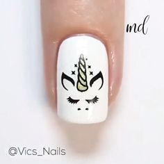 Adding some glitter nail art designs to your repertoire can glam up your style within a few hours. Check our fav Glitter Nail Art Designs and get inspired! Nail Art Hacks, Nail Art Vidéo, Glitter Nail Art, Nail Nail, Stamping Nail Art, Unicorn Nails Designs, Unicorn Nail Art, Chrome Nails Designs, Chrome Nail Art