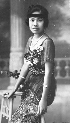 Phra Sucharit Suda  (Thai:สุจริตสุดา; 13 November 1895 - 1982) Formerly(Thai:เปรื่อง สุจริตกุล;RTGS:Prueng Sucharitakun), daughter of Chao Phraya Sudharm Montri.  The first consort of KingRama VI, she was a cousin from his mother's side. Chao Phraya Sudharm Montri wasPrincess Piyamavadi Sri Bajarindra Mata's younger brother. She fell out of favour, and was replaced by her younger sister, who finally became a queen - QueenIndrasakdi Sachi. (Source: wikipedia)