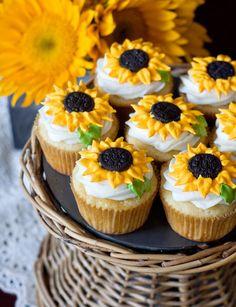 Sunflower cupcakes http://www.chickabug.com/blog/2013/03/sunflower-cupcakes.html