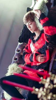 #luhan love to see my boyfriend , sleep like this. want to kiss him like snow white hahaha