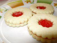 Linecke kolieska s orechovou penou | Mimibazar.sk Slovak Recipes, Biscuits, Cheesecake, Dishes, Cookies, Baking, Sweet, Desserts, Czech Republic