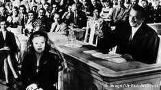 Szene aus dem Film Hokuspokus mit Curt Goetz und Valérie von Martens (1953)