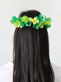 Cute DIY clover crown for  St. Patrick's Day.