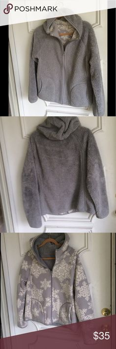 SALE❄️Reversible coat❄️ gray/snowflakes❄️EUC Pockets...easy zip...hood... Laura Scott Jackets & Coats