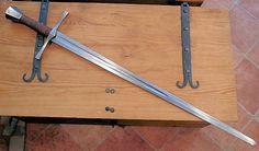 L'équipement du chevalier au XIIIème - Blog Du Templier - Epée batarde d'une longueur de 100 cm environ et d'un poids de 1.5-2 kg