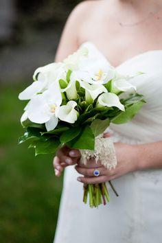 Biały bukiet ślubny z kalii i storczyków Wedding Bouquets, Wedding Flowers, Wedding Day, Wedding Dresses, Wedding Things, Wedding Stuff, Lily Bouquet, Flower Bouquets, Lace Wrap