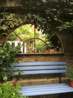 25 DIY Outdoor Mirror Ideas for Backyard Unique Garden, Small City Garden, Small Courtyard Gardens, Small Gardens, Small Garden Room Ideas, Conservatory Garden, Porch Garden, Small Backyard Gardens, Garden Bed