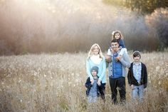family of 5 wheat field like off to right Outdoor Family Photography, Outdoor Family Photos, Fall Family Pictures, Sibling Photography, Photography Ideas, Large Family Poses, Family Of 5, Family Picture Poses, Family Portrait Poses