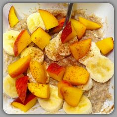healthy cinnamon oatmeal with bananas and peaches. 4 ww points