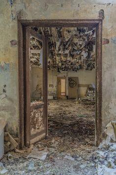 Das verlassene Kloster der Benedikterinnen - ein verlassenes Kloster in Deutschland. Ein Lost Place, wie man ihn nur selten findet und wie man ihn nur selten betreten kann: Das verlassene Kloster in Rheinland-Pfalz.
