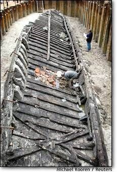Roman ship sheds light on defenses. Dutch archaeologists say the remains of a 1st-century barge hint at how imperial Rome defended itself on its northern frontiers. 21 octobre 2003