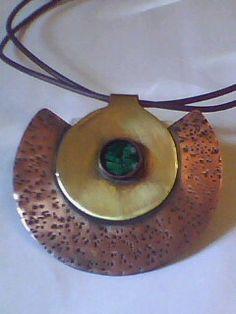 Colgante  cobre, bronce y  malaquita  //LLacantu Orfebres