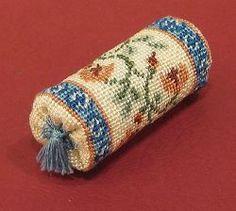 Tutorial for Mini Tassles! Bolster cushion for Doll House