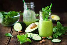 Avocado Smoothie, Mint Smoothie, Green Detox Smoothie, Green Smoothie Recipes, Yummy Smoothies, Smoothie Drinks, Green Smoothies, Healthy Detox, Healthy Fats